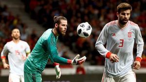De Gea, junto a Piqué, en el partido del Wanda entre España y Argentina.