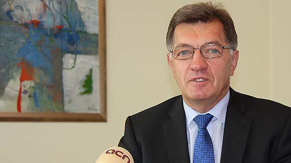 Algirdas Butkevicius, primer ministro de Lituania y presidente de turno de la UE, se muestra muy contento de que el ejemplo de la Via Baltica de 1989 inspire a los catalanes