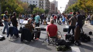 Protesta contra las autopistas urbanas Corte en la calle Aragó entre Aribau y Balmes