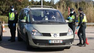 Control de la Policia Nacional a la AP-7 a la Jonquera.