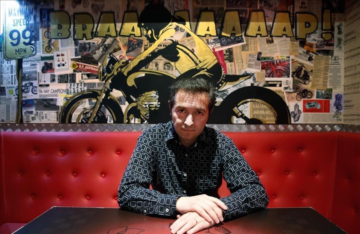 Joaquín Luque, presidente del Club Elvis, en el 99% Moto Bar.
