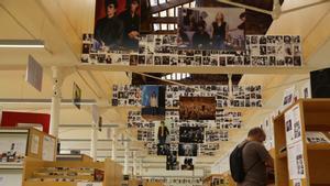 Exposición dedicada a 'Rockdelux' en la biblioteca barcelonesa El Vapor Vell