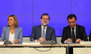 Mariano Rajoy, Dolores de Cospedal y Fernando Martínez Maillo, en el cuartel general del PP.