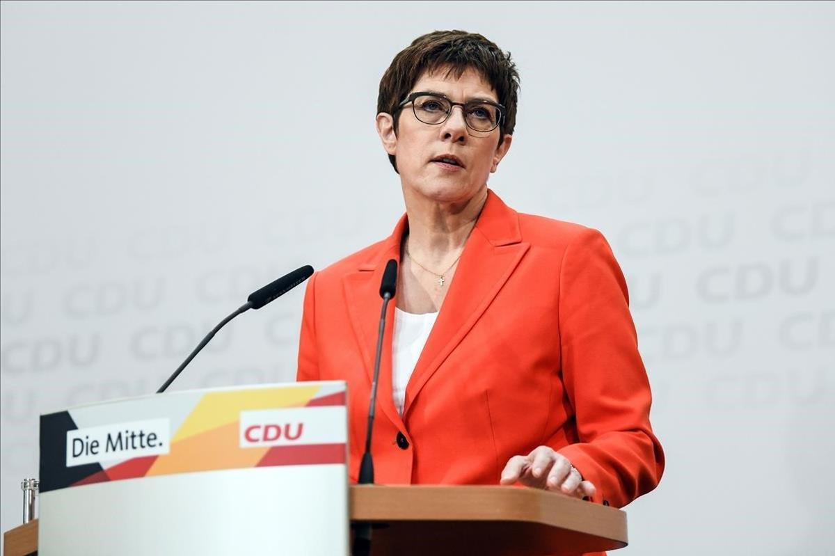 Annegret Kramp-Karrenbauer, ministra de Defensa alemana.