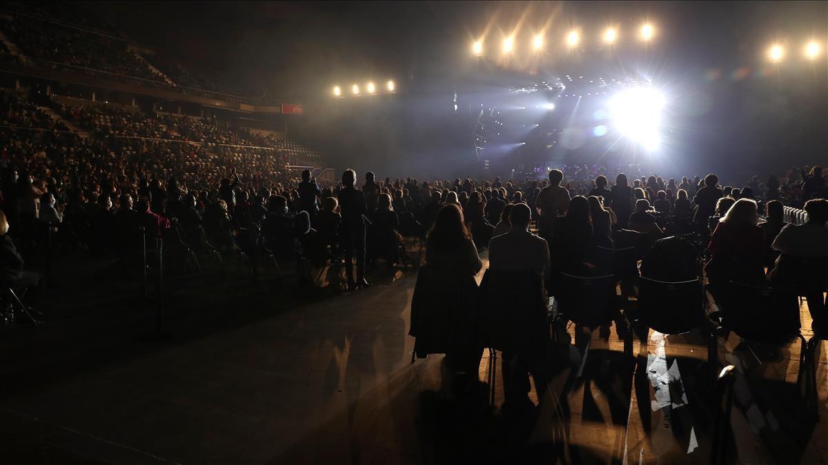 MADRID  19 12 2020 -Vista general del concierto del cantante Raphael  para celebrar sus 60 anos de carrera  esta noche en el Wizink Center de Madrid  que sera el concierto mas multitudinario del pais desde que estallo la pandemia de covid-19 -EFE Kiko Huesca