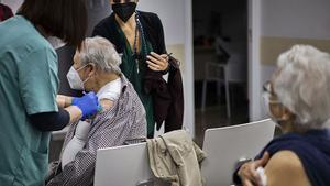 La EMA respalda el uso de la vacuna de Janssen, pese a confirmar su vínculo con los casos de trombos