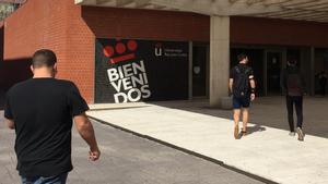 Estudiantes en el campus madrileño de Vicálvaro de la Universidad Rey Juan Carlos.