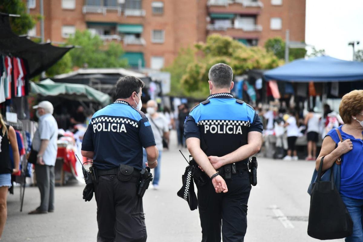 Desmantellen una festa il·legal amb 19 persones i un 'botellon' nocturn a Esplugues