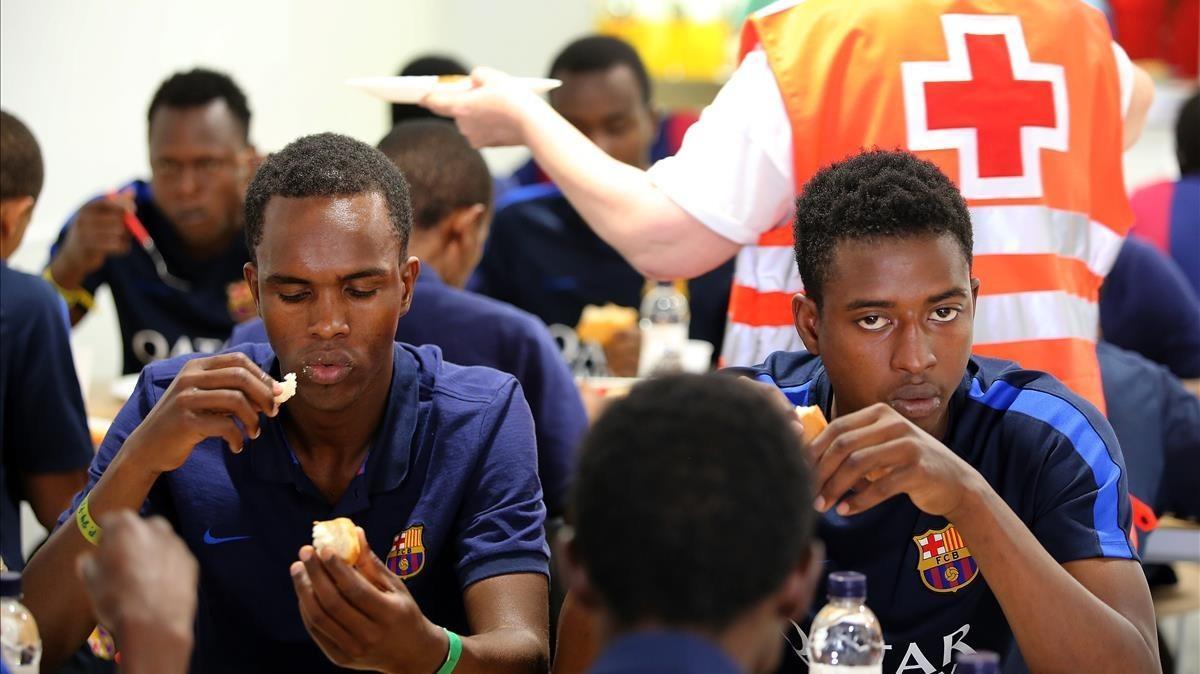 Barcelona atén en 15 dies 465 immigrants que van creuar l'Estret en pastera