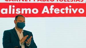 El secretario de Organización y ministro de Fomento, José Luis Ábalos, el pasado 12 de septiembre en el acto de presentación del nuevo carné digital del partido, en València.