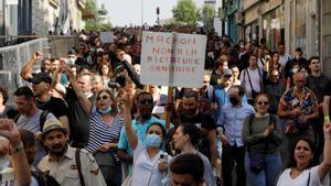Atacs contra dos centres de vacunació a França