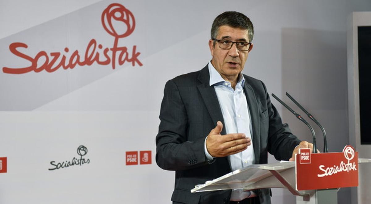 Patxi López, durante una rueda de prensa en Bilbao.
