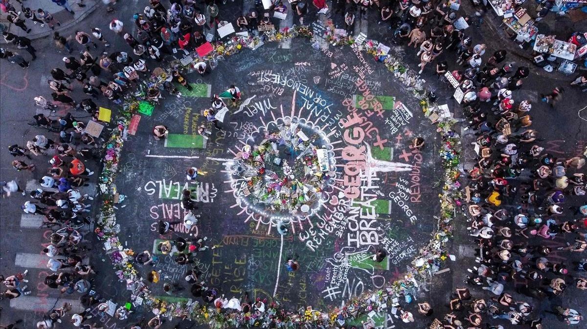 Vista aérea del memorial en memoria de George Floyd en Mineápolis,