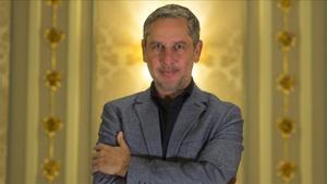 Guillermo Martínez, este lunes, tras ganar el Premio Nadal con 'Los crímenes de Oxford'.