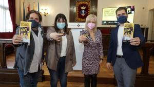 El Ayuntamiento firma el convenio para poner en marcha el Carnet Jove de Esplugues
