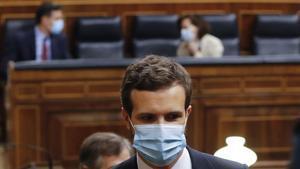 El líder del PP, Pablo Casado, tras unaintervención en el pleno del Congreso.