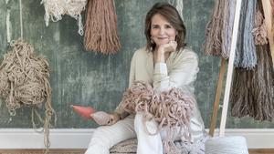 Lorena Canals, diseñadora de alfombras de lana lavables en casa.