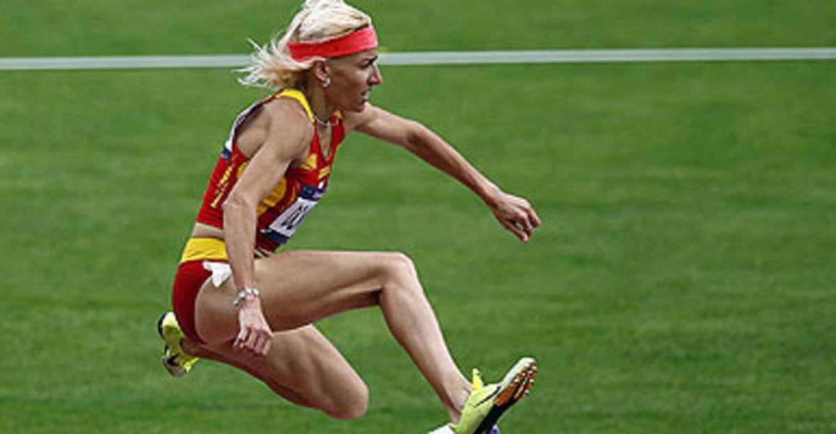La atleta Marta Domínguez durante su serie de los 3000 metros obstáculos, este sábado.