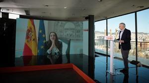 Carlos Carrizosa (Cs) escucha la intervención por videoconferencia de la presidenta del partido, Inés Arrimadas.