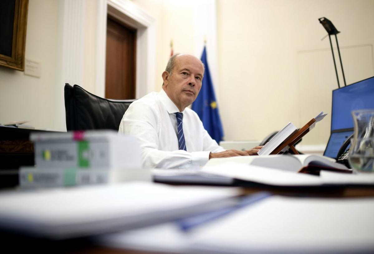 El titular de Justicia, Juan Carlos Campo, en su despacho en el ministerio, en Madrid, el pasado 18 de septiembre.