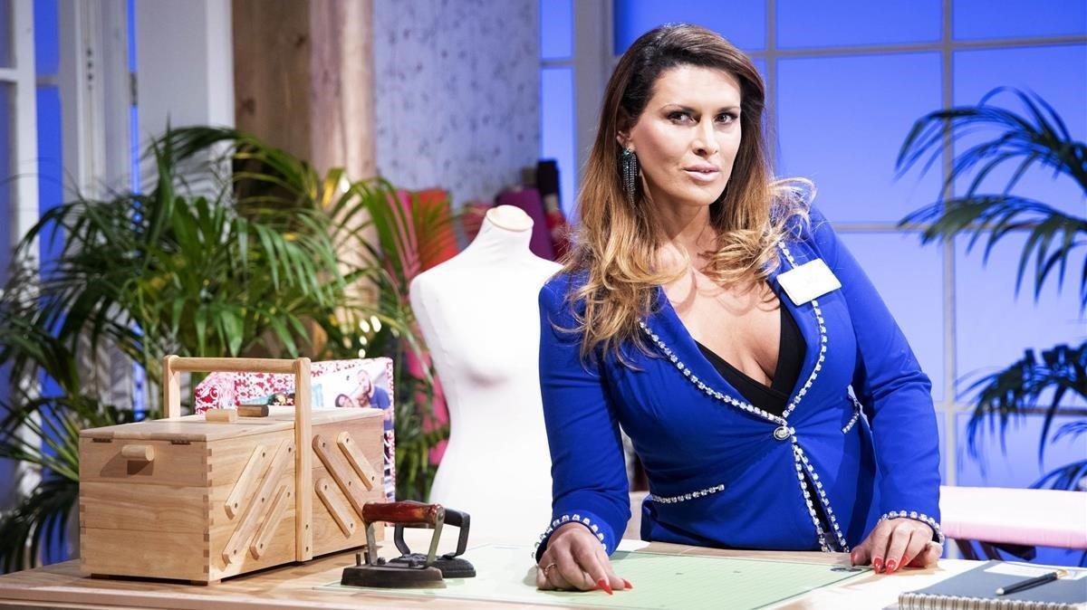 La argentina Lara Sajen, en el concurso de TVE-1 'Maestros de la costura'.