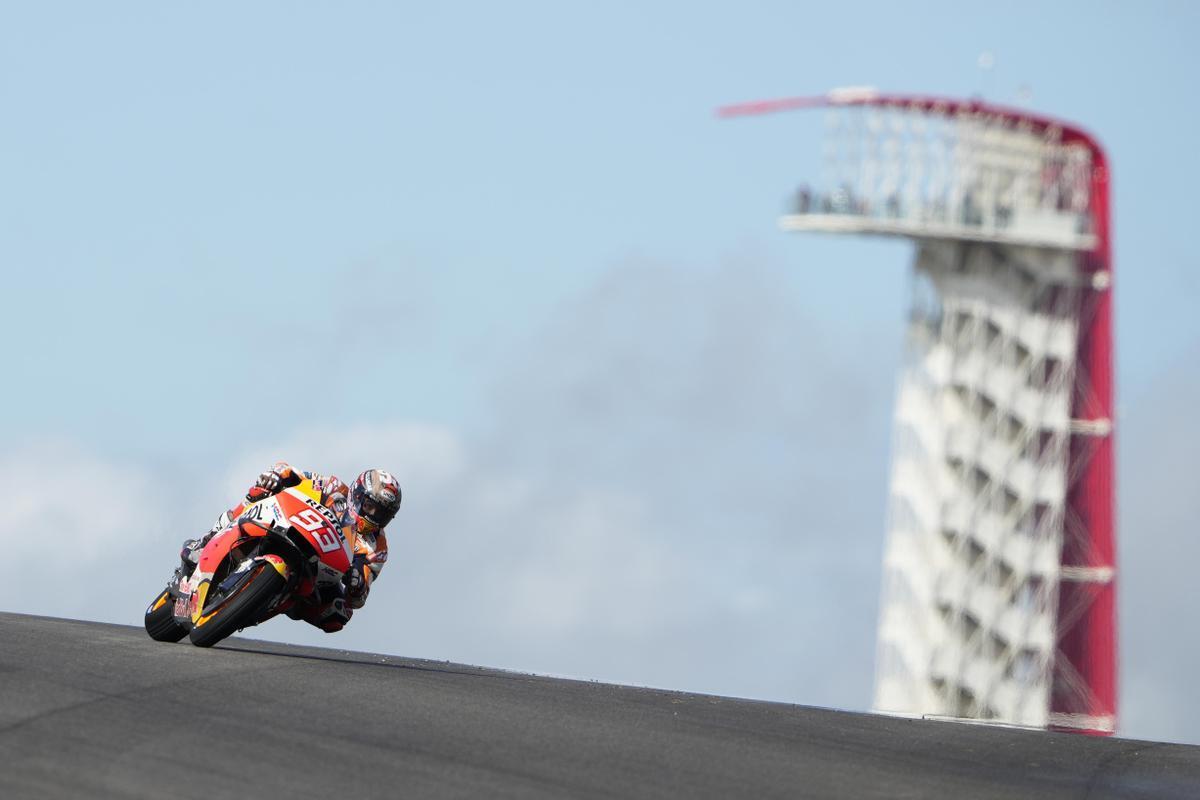 Marc Márquez (Honda), hoy, a su paso frente a la típica torre de Austin.