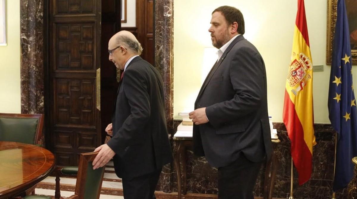 El ministro Cristóbal Montoro y el vicepresidente de la Generalitat, Oriol Junqueras, en Madrid.
