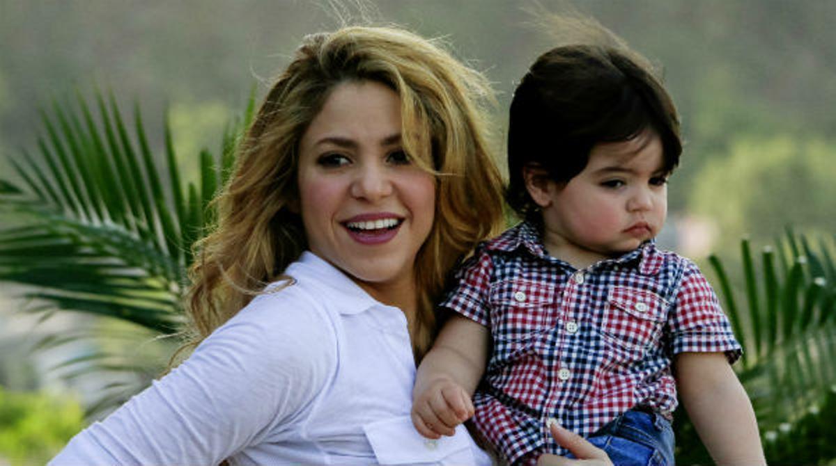 Shakira ha viajado a Colombia junto a su hijo Milan para inaugurar el sexto colegio de su fundación.