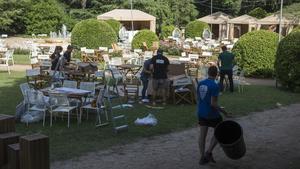 Preparativos en los jardines de Pedralbes antes del comienzo del festival, la tarde de este jueves.