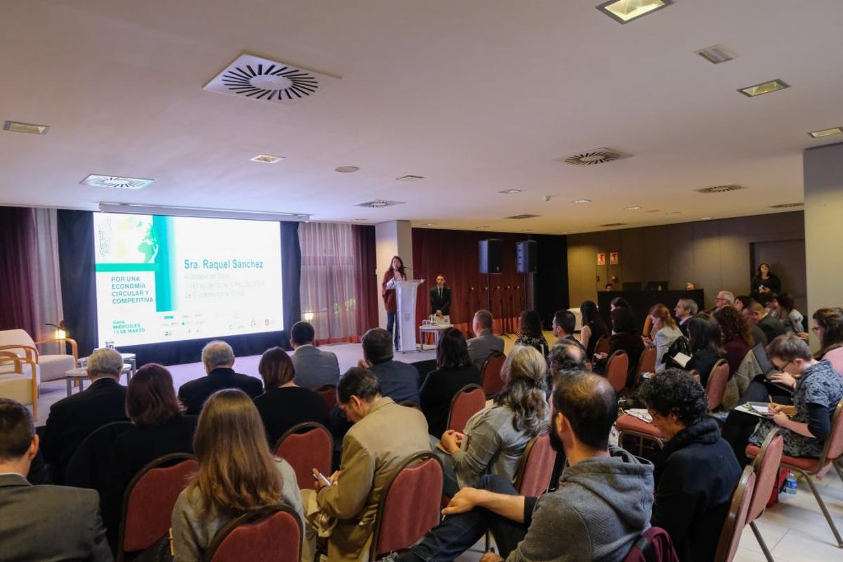 La Alcaldesa de Gavá presentando la II Jornada Por una Economía Circular y Competitiva en 2019