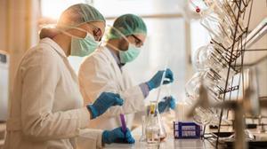 Investigadores en un laboratorio.