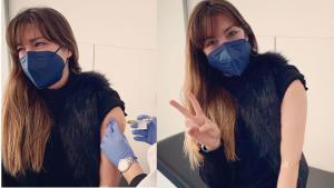 Gisela, recibiendo el pinchazo del ensayo clínico de Janssen en el que ha participado como voluntaria.
