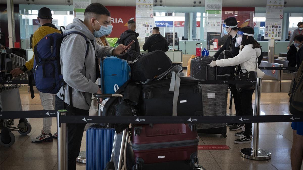 Salida de pasajeros del aeropuerto de Barcelona
