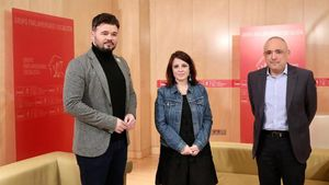 El republicano Gabriel Rufián y los socialistas Adriana Lastra y Rafael Simancas, el pasado martes en el Congreso.