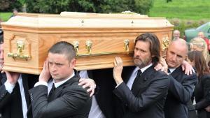 El actor Jim Carrey, en el funeral de su exnovia Cathriona White.