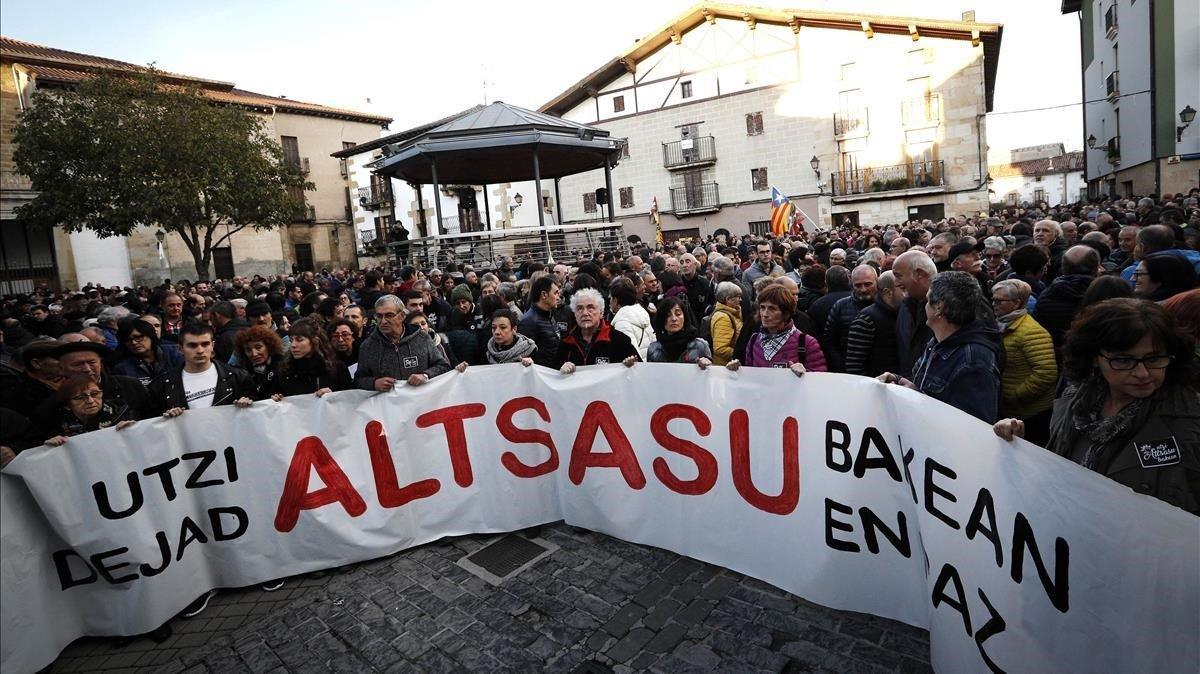 Cabecera de la manifestación de rechazo que, este sábado, acabó en la plaza de los Fueros de Alsasua, convocada contra el acto de la plataforma España Ciudadana, vinculada a Ciudadanos.