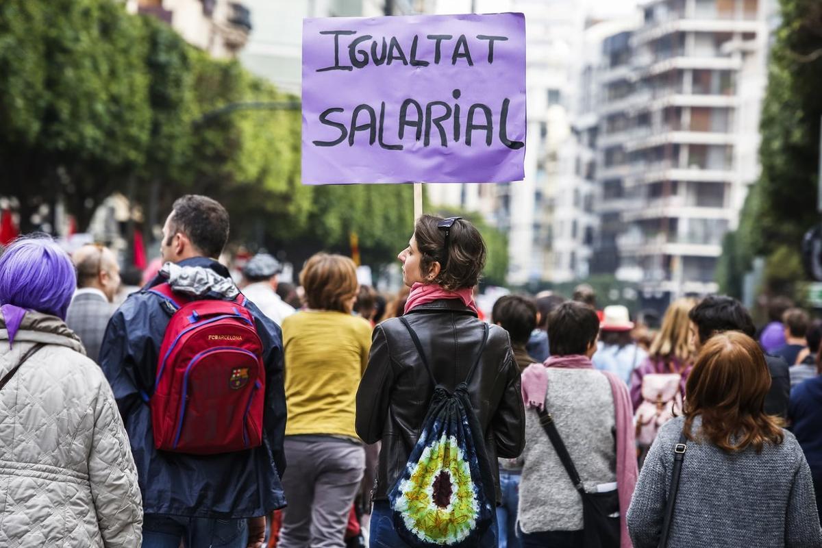 Imagen de archivo de una manifestación por la igualdad del sueldo entre hombres y mujeres