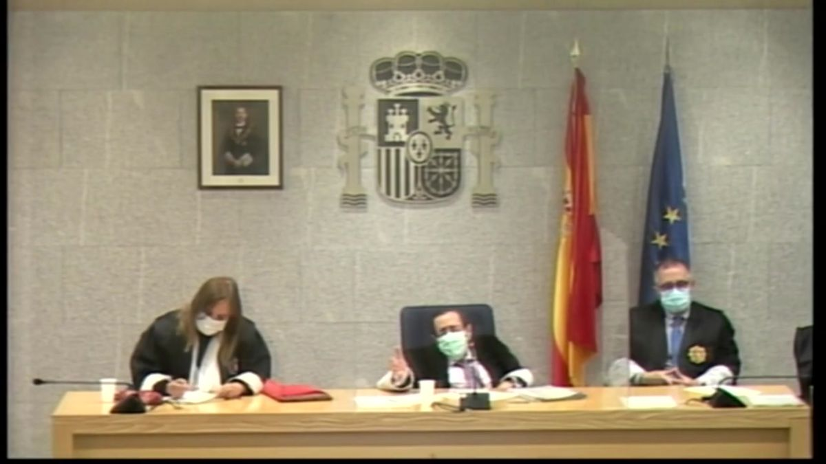 El juicio de los atentados del 17-A se aplaza a la espera de que dos abogados de las defensas se recuperen de una baja laboral. Así lo explica el presidente del tribunal, Félix Alonso Guevara.