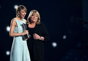 ARLINGTON, TX - APRIL 19:  Honoree Taylor Swift (L) accepts the Milestone Award from Andrea Swift onstage during the 50th Academy Of Country Music Awards at AT&T Stadium on April 19, 2015 in Arlington, Texas.  (Photo by Cooper Neill/Getty Images for dcp)