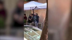 Detenidos dos policías en Linares tras una brutal agresión a un hombre y su hija menor de edad.