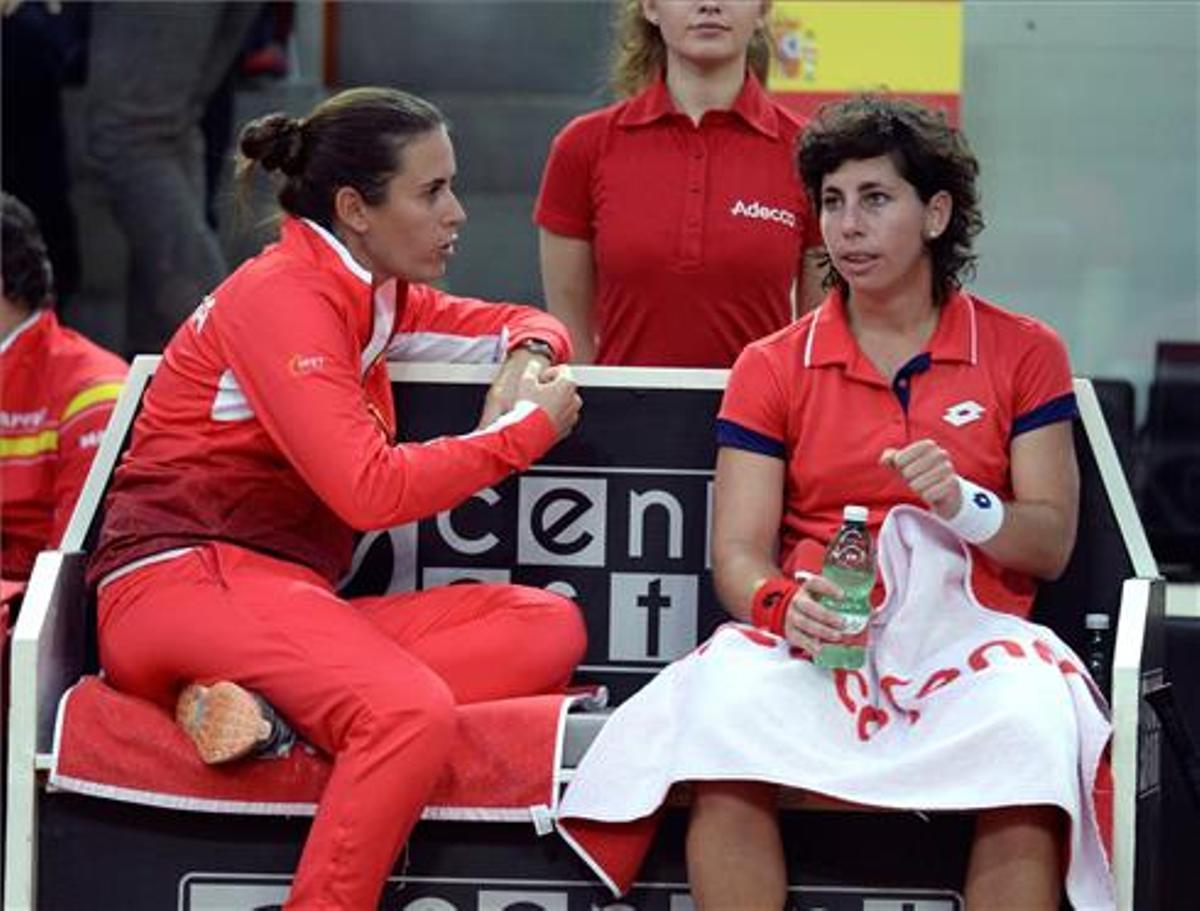 Anabel Medina y Carla Suárez, en una eliminatoria de España.