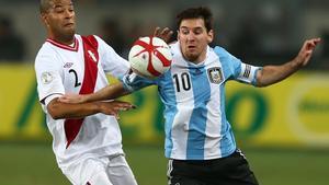 Perú mantiene las restricciones para la asistencia de hinchas en los estadios.