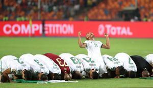 Los jugadores de Argelia celebran la consecución de la Copa de África.