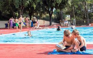 La Diputació de Barcelona instal·larà 28 bibliopiscines i una biblioplatja aquest estiu