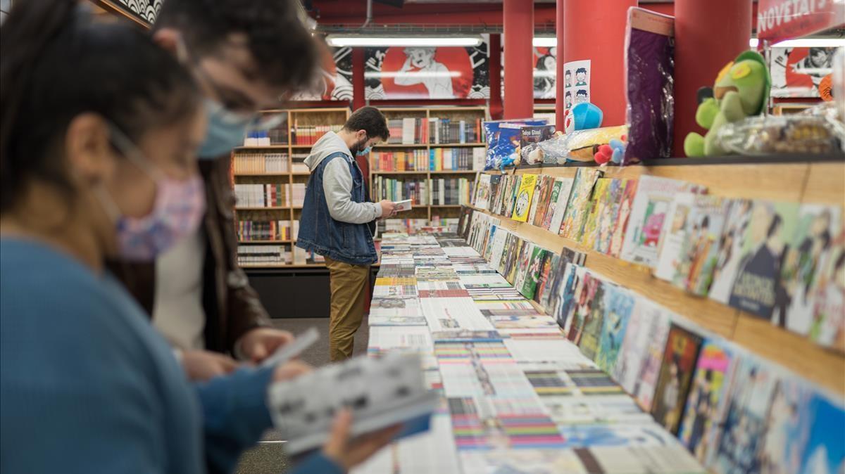 Barcelona 31 10 2020  Las librerias se llenan de gente debido a posibles confinamientos  Libreria Norma comics  FOTOGRAFO SERGI CONESA