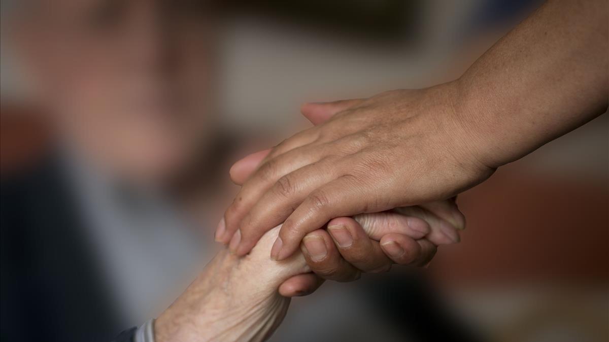Barcelona destina casi 100 millones al servicio de ayuda a domicilio