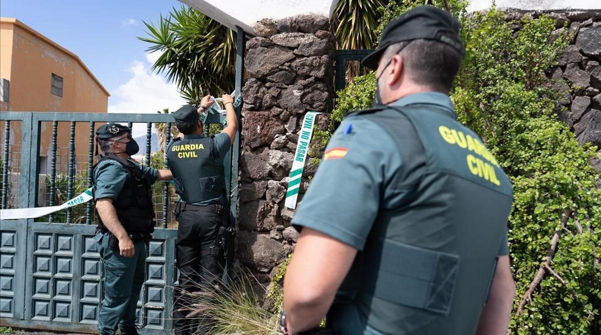 La Guardia Civil realiza un nuevo registro en la casa de Tomás Antonio G.C. desaparecido igual que sus dos hijas, de 1 y 6 años.