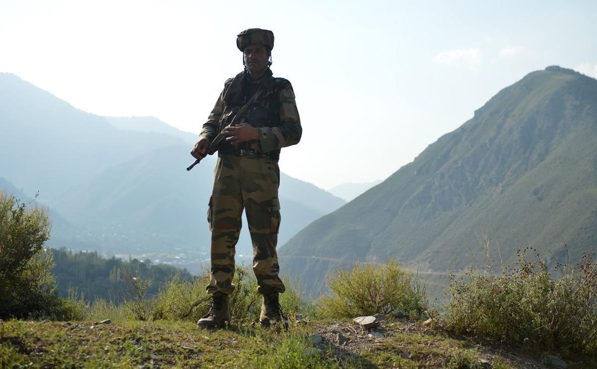 Un soldado indio en Cachemira.