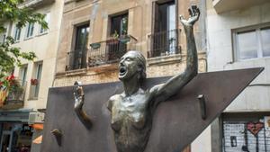 Escultura de Xavier Medina-Campenydedicada a La Colometaen la plaza del Diamant.
