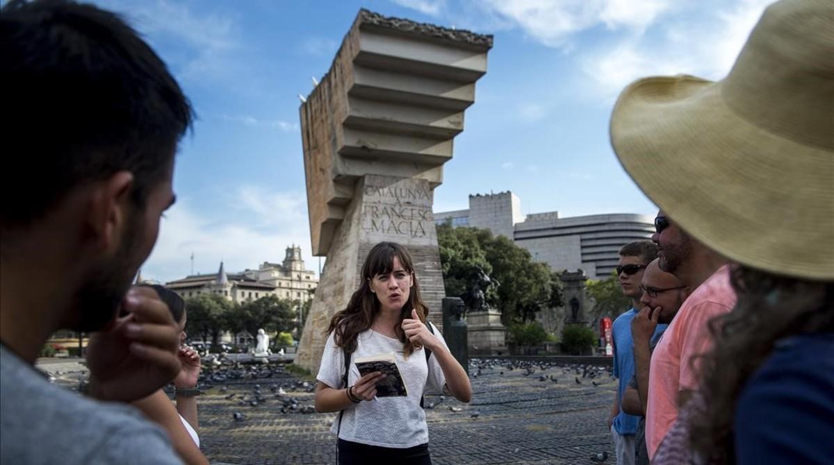 Catherine Howley durante el recorrido por los escenarios de la guerra civil de Spanish Civil War Tours.